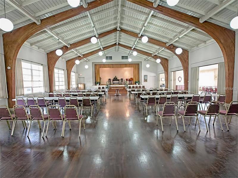 Nice Church Building and Banquet Hall in Leesburg / Orlando Florida - $400,000